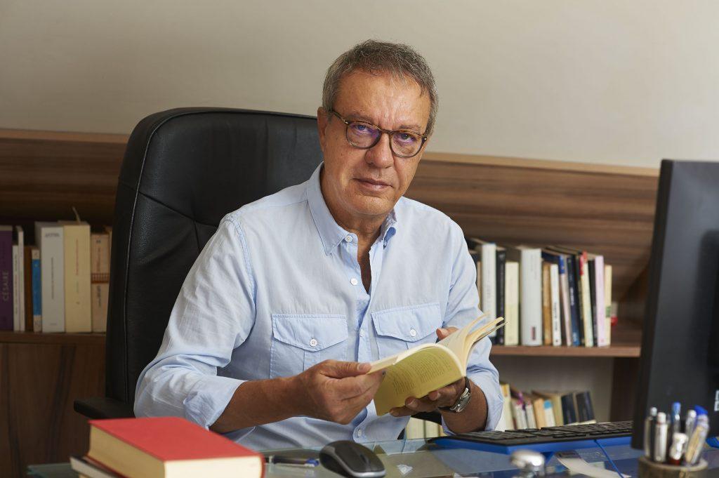 """manuel-julia Manuel Juliá Manuel Juliá: """"Quiero que la mía sea poesía de la vida, por eso escribo tanto sobre la muerte"""". Manuel Julia 1024x681"""